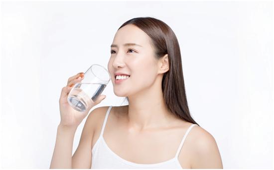 """饮水设备选艾龙,时刻 """"净""""享品质生活"""